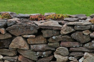 How Dry-Stacked Stone Walls Are Used in Landscapes